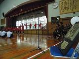 第70回沖縄大会準優勝の盾と郷土芸能部による激励